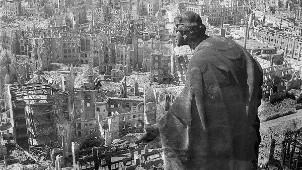 Дрезден, 1945 год, вид с ратуши на разрушенный город