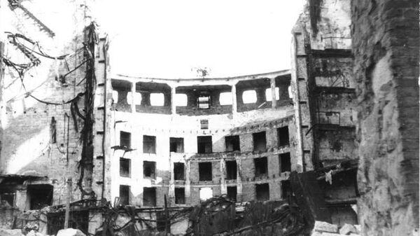 Разрушенный оперный театр. Фото из немецких архивов, 1945 год