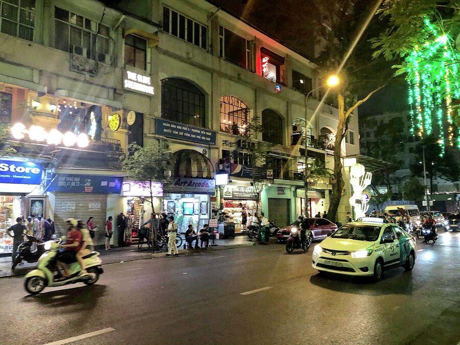 Вечерняя жизнь в Ханое