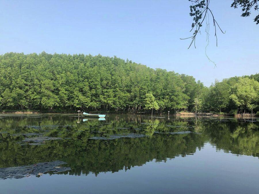 Озеро на территории заповедника Канзо