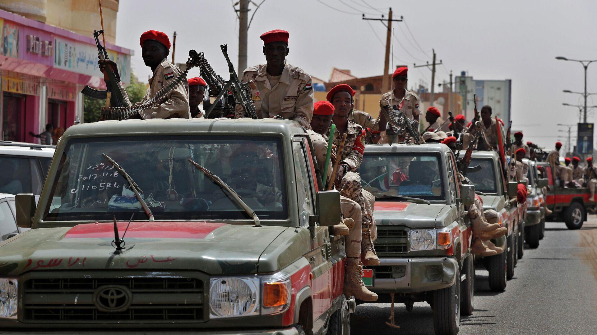 Суданские военнослужащие из формирования Силы быстрой поддержки в Хартуме, Судан  - РИА Новости, 1920, 19.05.2021