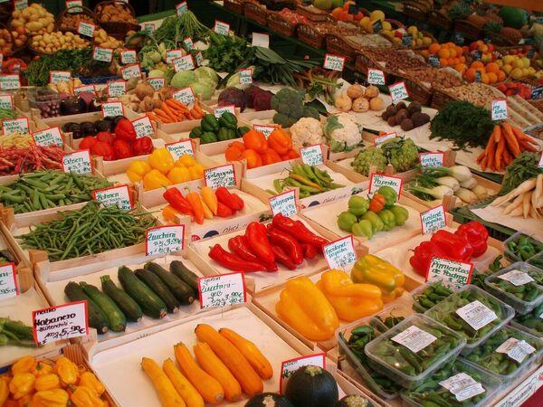Овощи на рынке Виктуалиенмаркт в Мюнхене