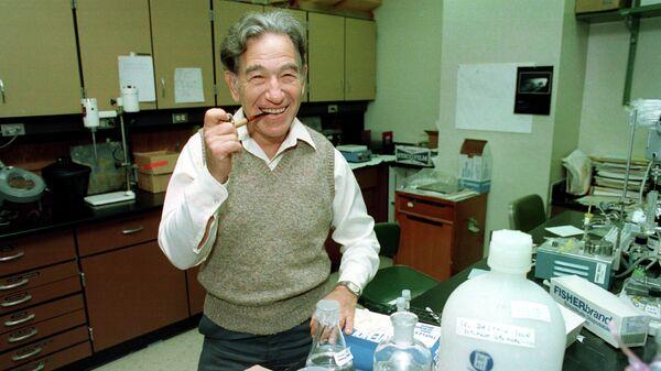 Американский биохимик Стэнли Коэн