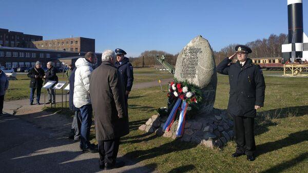 Памятный камень в Пенемюнде, Германия