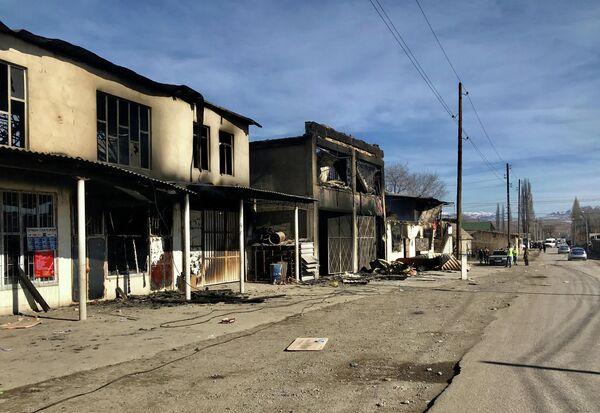 Здания, которые были сожжены во время серии столкновений в селе Масанчи в южной Жамбылской области, Казахстан, 8 февраля 2020