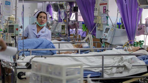 Медсестра в отделении скорой помощи с жертвами массовой стрельбы в Корате, Накхонратчасима, Таиланд. 9 февраля 2020