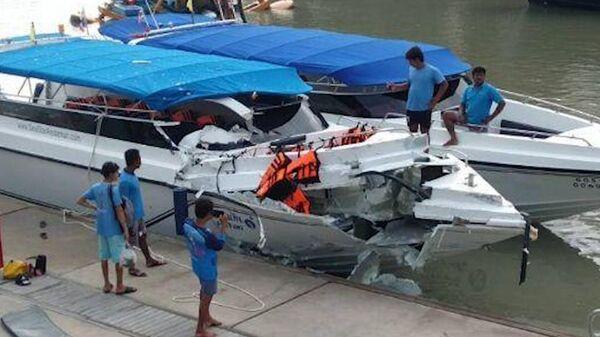 Момент столкновения двух катеров в Таиланде