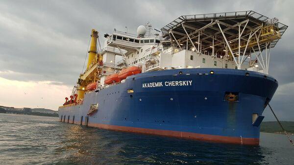 Краново-монтажное трубоукладочное судно Академик Черский