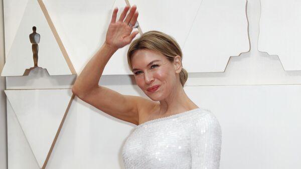 Актриса Рене Зеллвегер на красной дорожке церемонии вручения премии Оскар