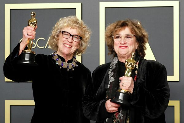 Нэнси Хэй и Барбара Линг на церемонии вручения премии Оскар