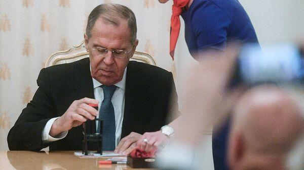 Министр иностранных дел РФ Сергей Лавров на торжественной церемонии гашения почтовой марки, посвященной 75-летию Ялтинской конференции