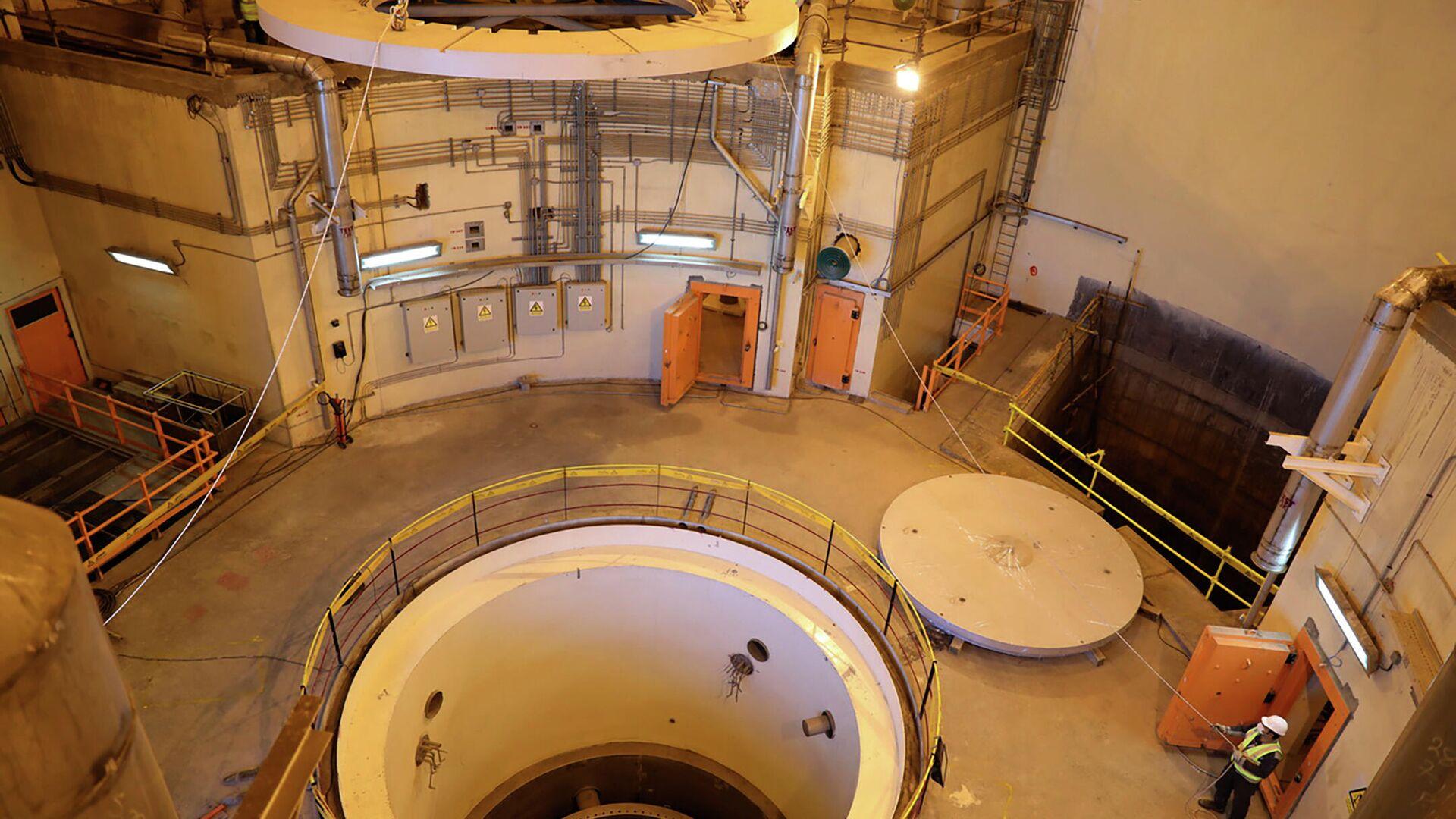 Атомный реактор ядерной электростанции в иранском городе Арак во время проведения технических работ   - РИА Новости, 1920, 28.02.2021