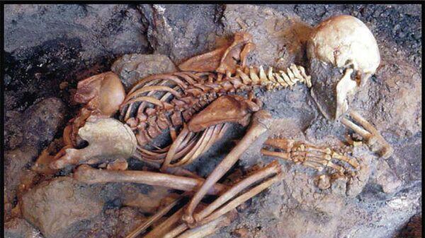 Скелет молодого человека в позе боксера, найденного на вилле Оплонтис