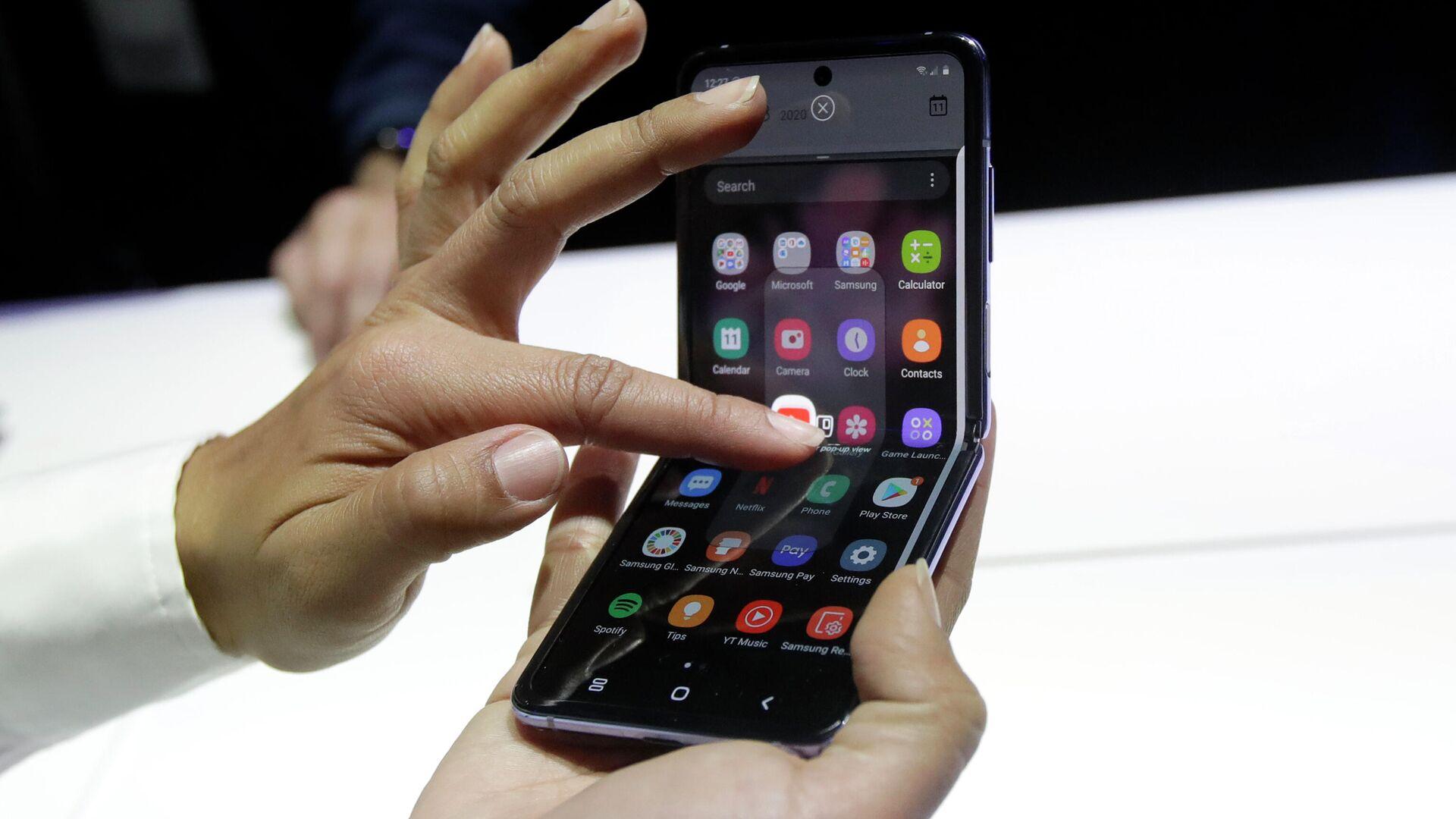 Названы сроки выхода смартфонов Samsung с гибким дисплеем