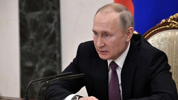Владимир Путин проводит совещание по экономическим вопросам