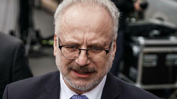 Президент Латвии предлагает подрезать русский язык телеканалам