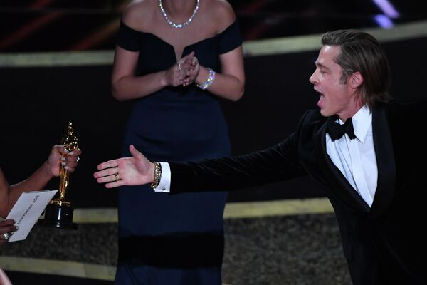 Актер Брэд Питт на церемонии вручения премии Оскар