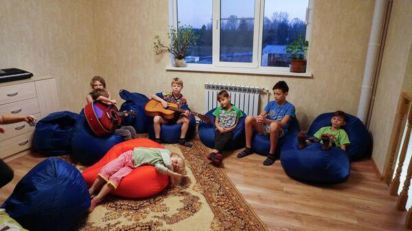 Дети Николая и Ларисы Молнар в новом доме