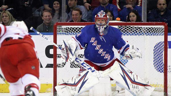 Вратарь Нью-Йорк Рейнджерс Игорь Шестеркин в матче НХЛ