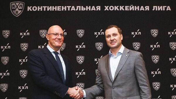 Глава КХЛ Алексей Морозов (справа)