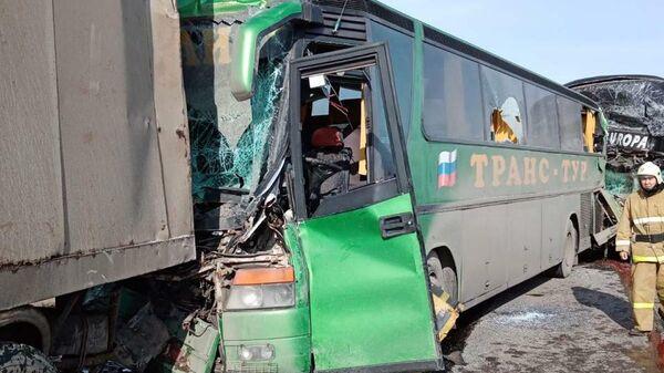 Последствия ДТП на федеральной автодороге Р-22 в Калмыкии
