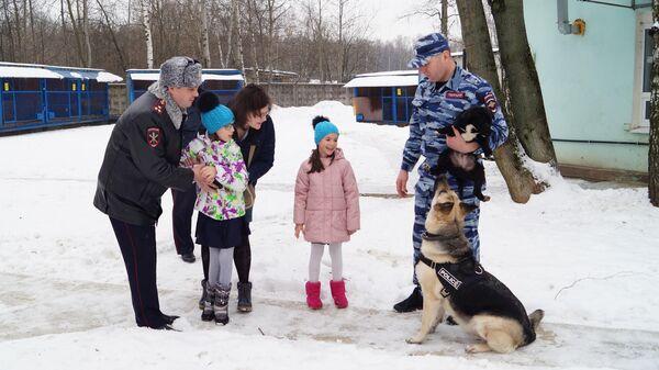 Одиннадцатилетняя Настя из Королёва в Центре кинологической службы