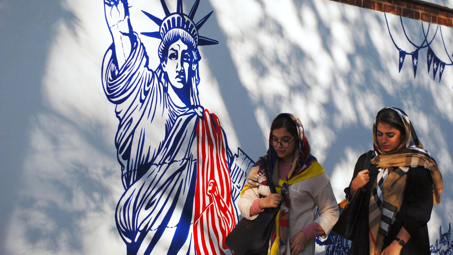 Граффити перед бывшим посольством США в Тегеране - РИА Новости, 1920, 21.03.2021