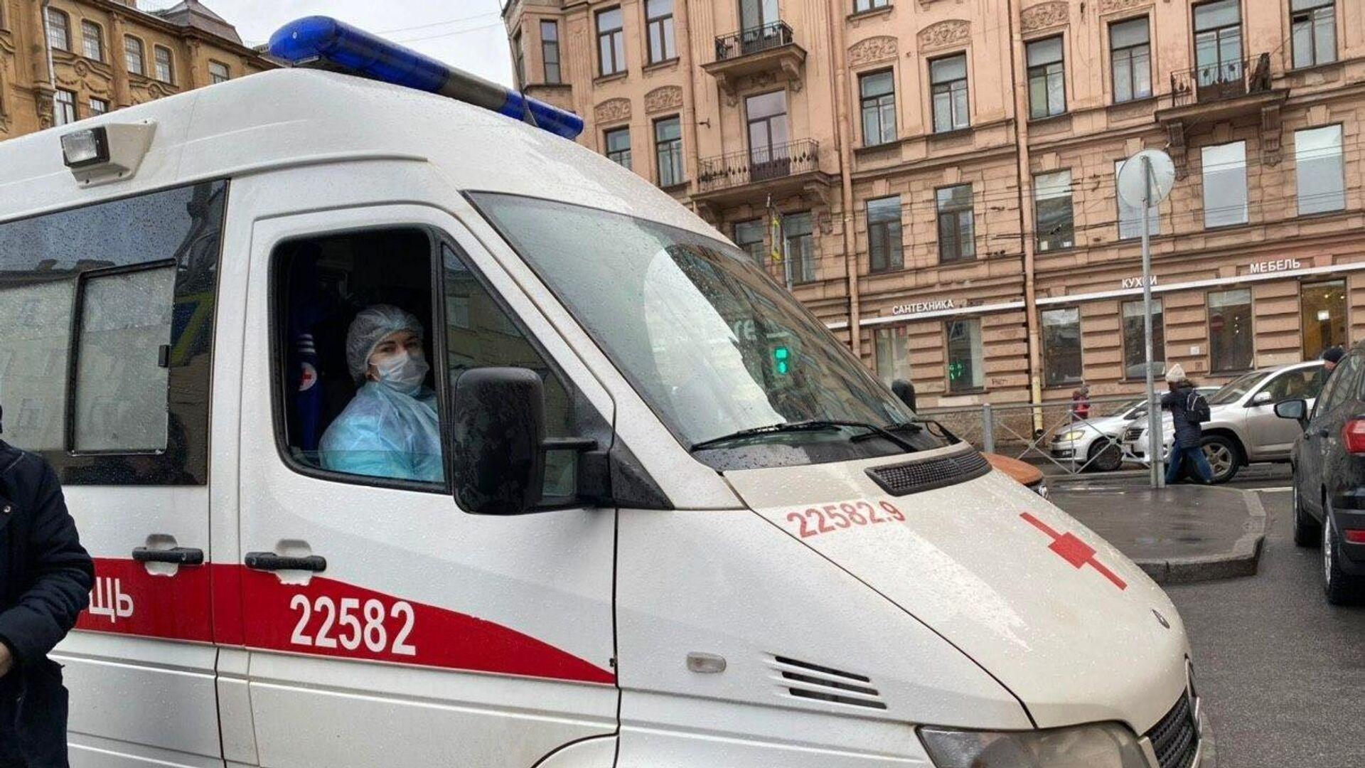 Избитую девушку выбросили с балкона пятого этажа в Петербурге