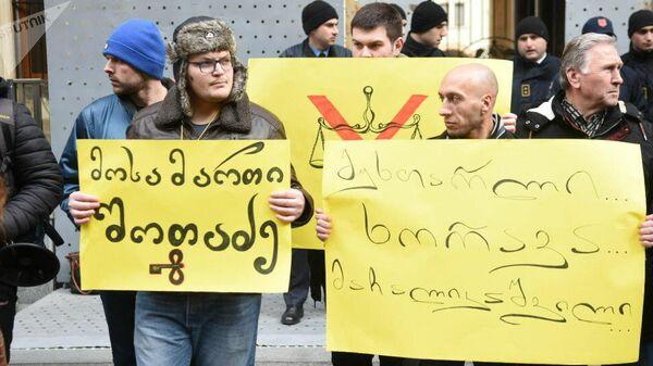 Акция протеста оппозиции у здания парламента Грузии в Тбилиси