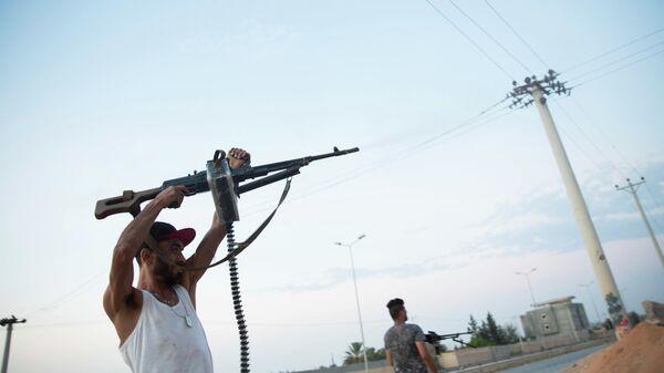 Бойцы, лояльные правительству национального согласия, во время столкновений в южной части Триполи
