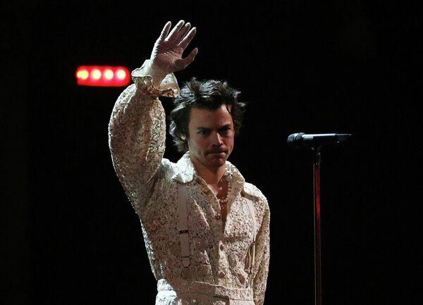 Певец Гарри Стайлс во время выступления на церемонии вручения премии Brit Awards в Лондоне