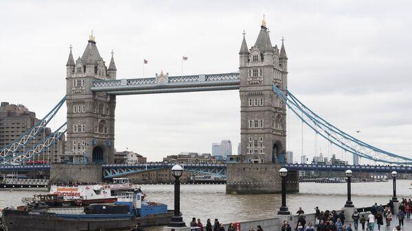 Тауэрский мост над рекой Темзой в Лондоне