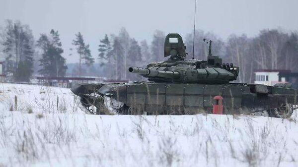 Кадры учений танкистов ЗВО