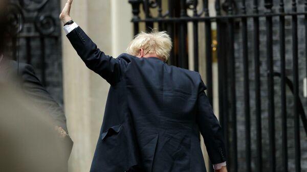 Нажми на кнопку. Борис Джонсон решил посадить Би-би-си на диету