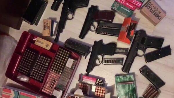 ФСБ и МВД России пресекли деятельность подпольных торговцев оружием и боеприпасами