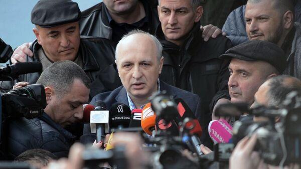 Бывший премьер Грузии, экс-глава МВД Вано Мерабишвили дает интервью журналистам после выхода из тюрьмы