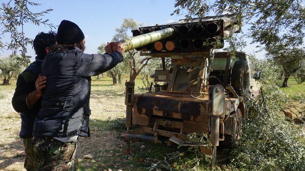 Боевики запускают ракету в провинции Идлиб