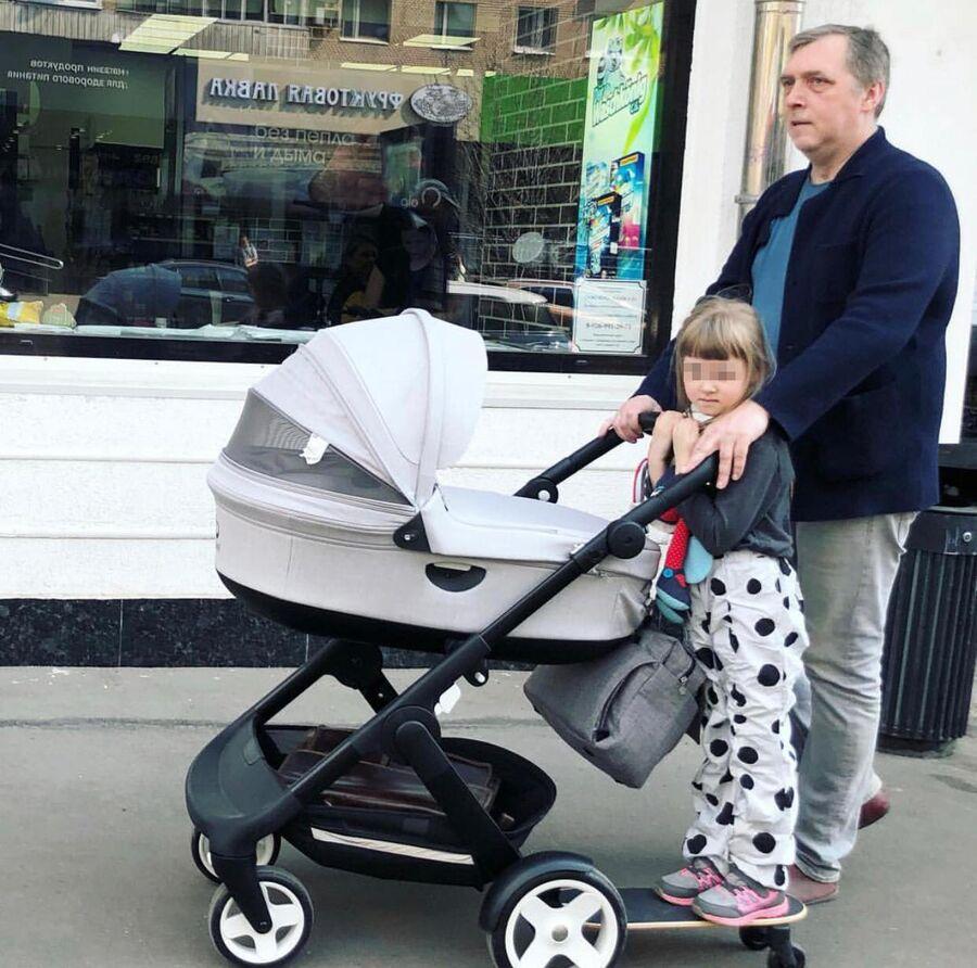 Никита Высоцкий с дочкой Ниной. Москва.