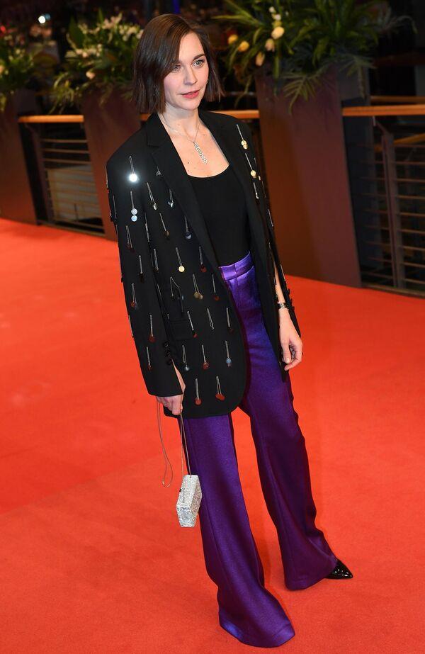 Актриса Кристиана Пауль на красной дорожке церемонии открытия юбилейного 70-го Берлинского международного кинофестиваля Берлинале - 2020