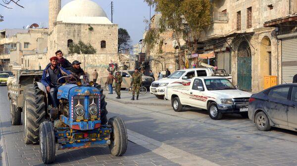 Местные жители в Алеппо
