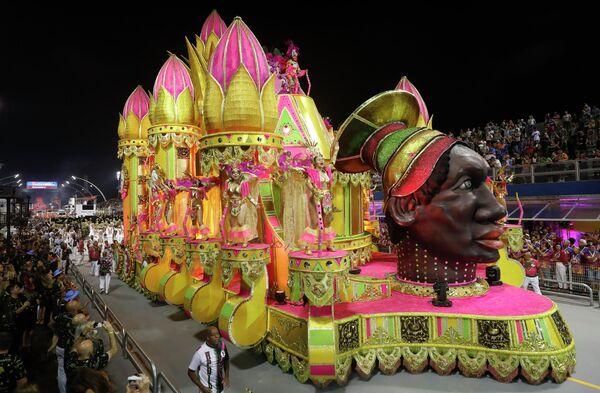 Участники карнавала в Сан-Паулу, Бразилия