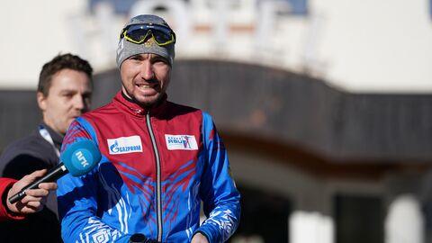 Спортсмен сборной России по биатлону Александр Логинов выходит на пробежку из спа-отеля Bagni di Salomone в Италии