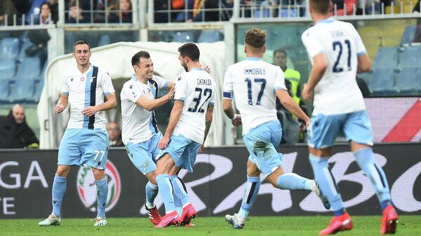 Футболисты Лацио в матче чемпионата Италии против Дженоа
