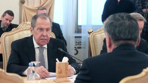 Министр иностранных дел России Сергей Лавров во время встречи с министром иностранных дел Таджикистана Сироджиддином Мухриддином в Москве