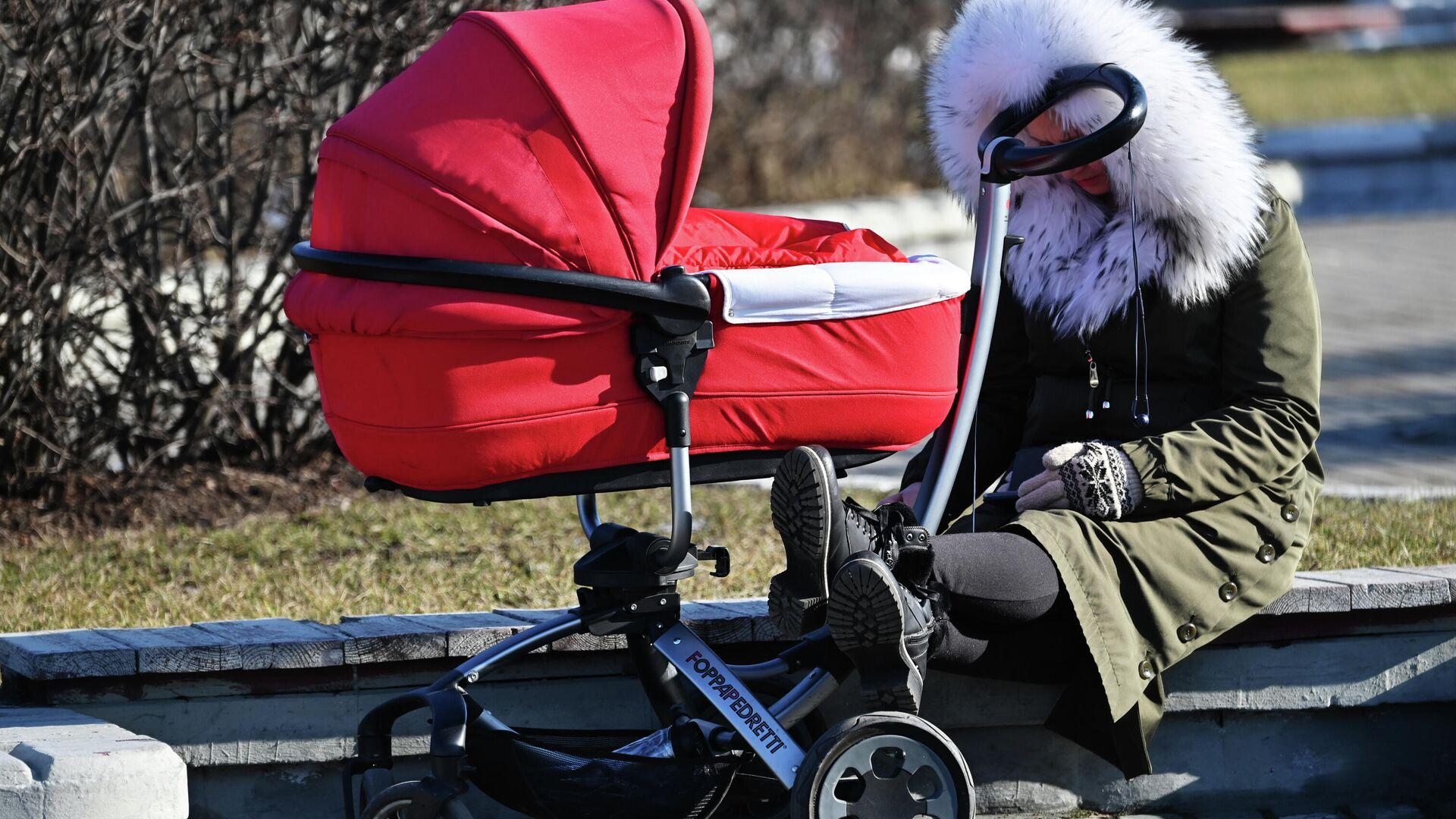 В России могут увеличить входящий в страховой стаж срок ухода за ребенком