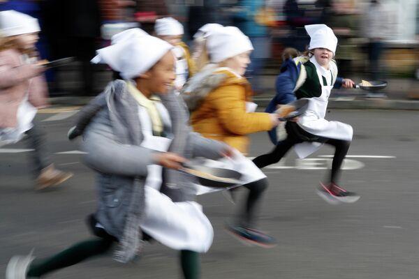 Участники забега с блинами в Олни