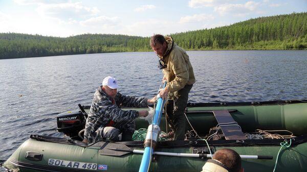 Полевая экспедиция. Отбор кернов в озере Заповедное