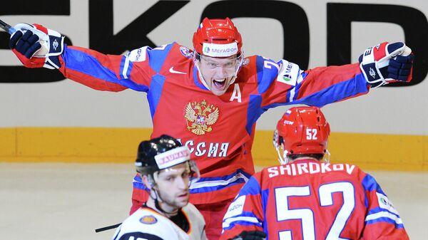 Алексей Терещенко (на втором плане)
