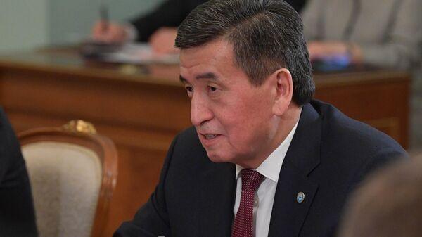 Президент Киргизии Сооронбай Жээнбеков во время встречи с председателем правительства РФ Михаилом Мишустиным