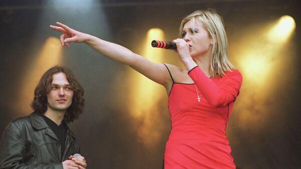 Эстрадная певица Лика Стар (Павлова) во время выступления
